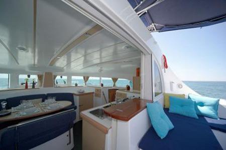 Catamarans_Lagoon_380_03